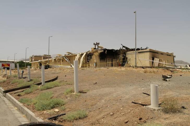 """أوقع الحريق الذي وقع بمنشأة نطنز النووية """"خسائر كبيرة"""" (رويترز)"""