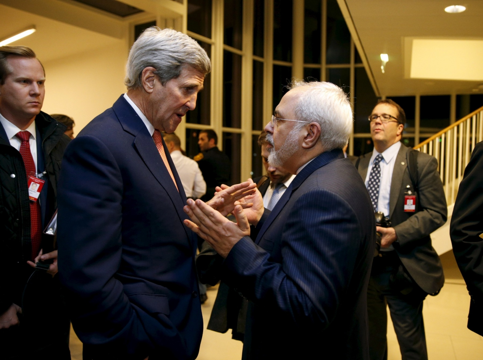 A moment of serious talk between former US Secretary of State John Kerry and Iranian Foreign Minister Mohammed Jawad Darif (Getty)