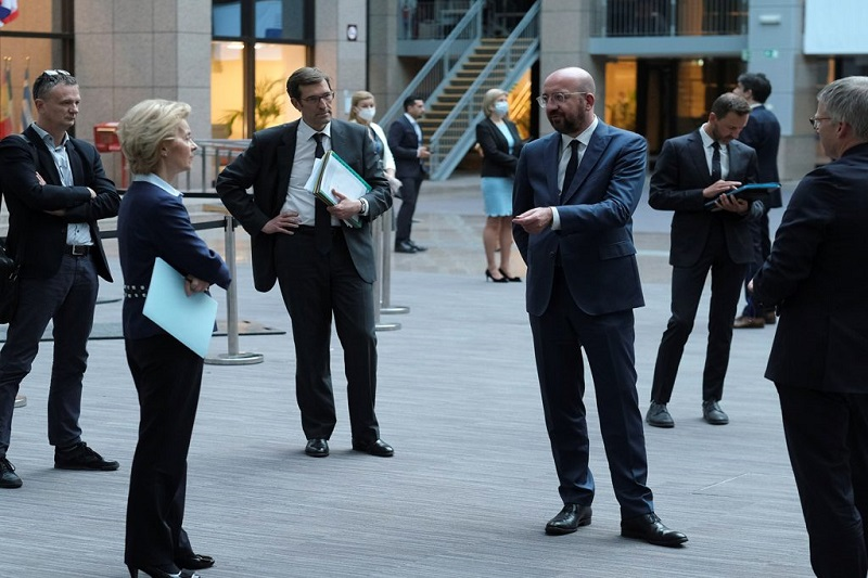European Commission President Ursula von der Leyen and European Council President Charles Michel chat within 1.5 meter social distancing (Reuters)