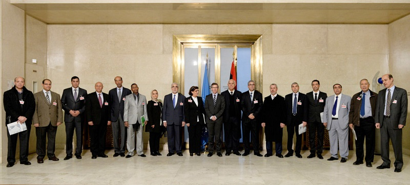 Head of UNSMIL Bernardino Léon (10th from left) with delegates after the meeting of Libyan parties at UN Headquarters in Geneva January 15 2015 (UN News)